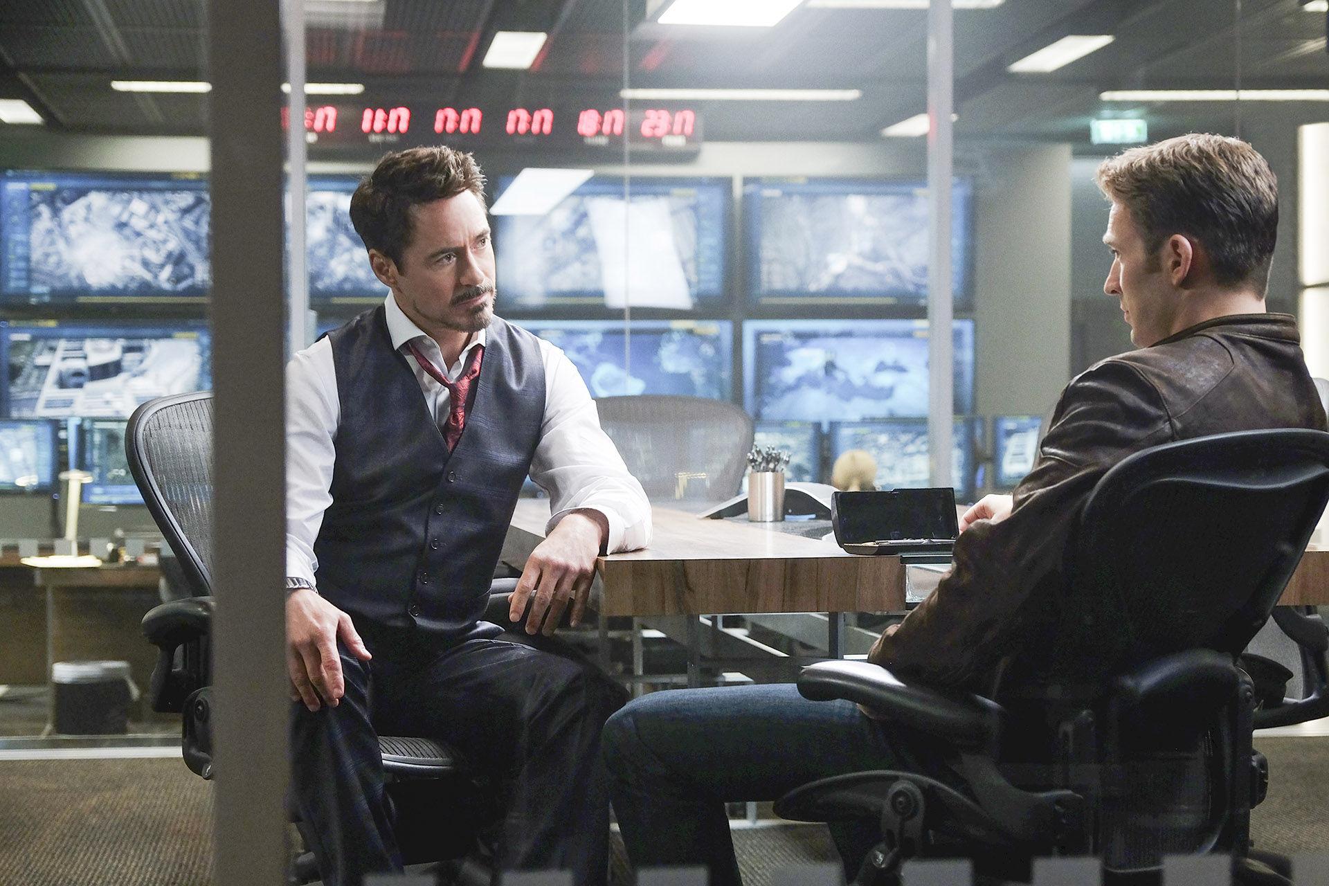 Captain-America-Civil-War-Tony-Stark-Meeting