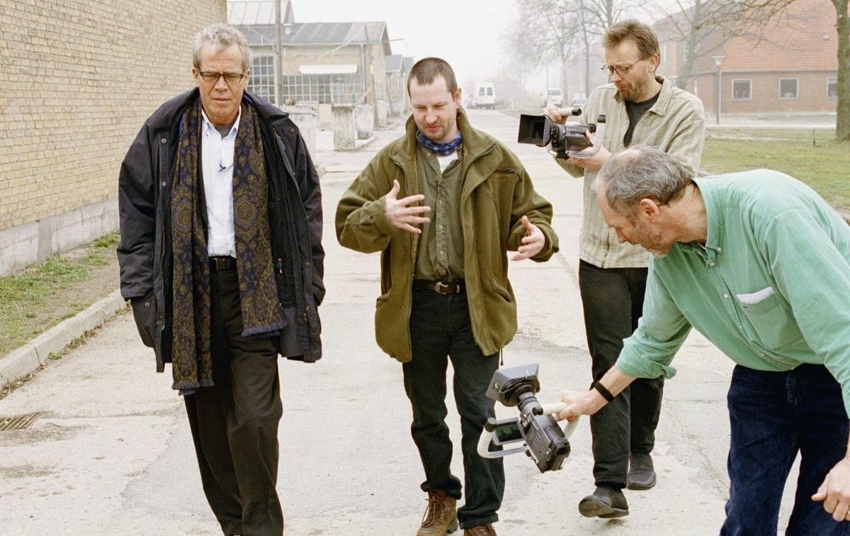 Йорген Лет (зліва) і Ларс фон Трієр (зправа) на зйомках «П'яти перешкод» на Zentropa Real studios. Фото з архіву Zentropa Real.